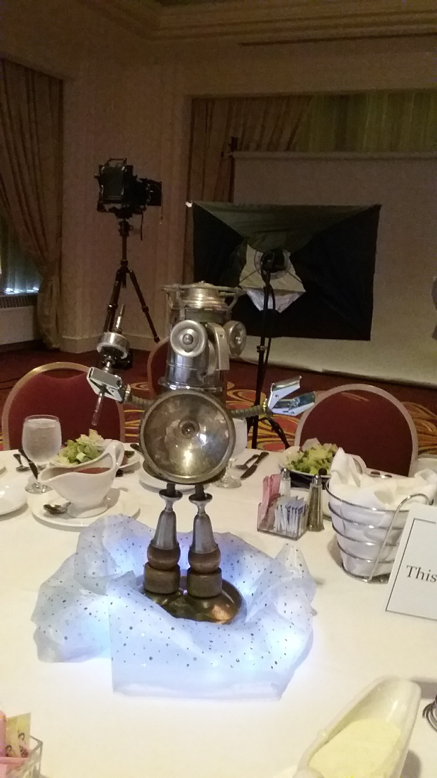 Art robot centerpiece